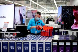 German experts warn against easing lockdown as cases jump