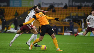 Fans could not believe the nonsensical red card that David Luiz was issued against Wolves