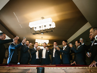 Have a beer (or a few) with your groomsmen in the Woodford Lounge