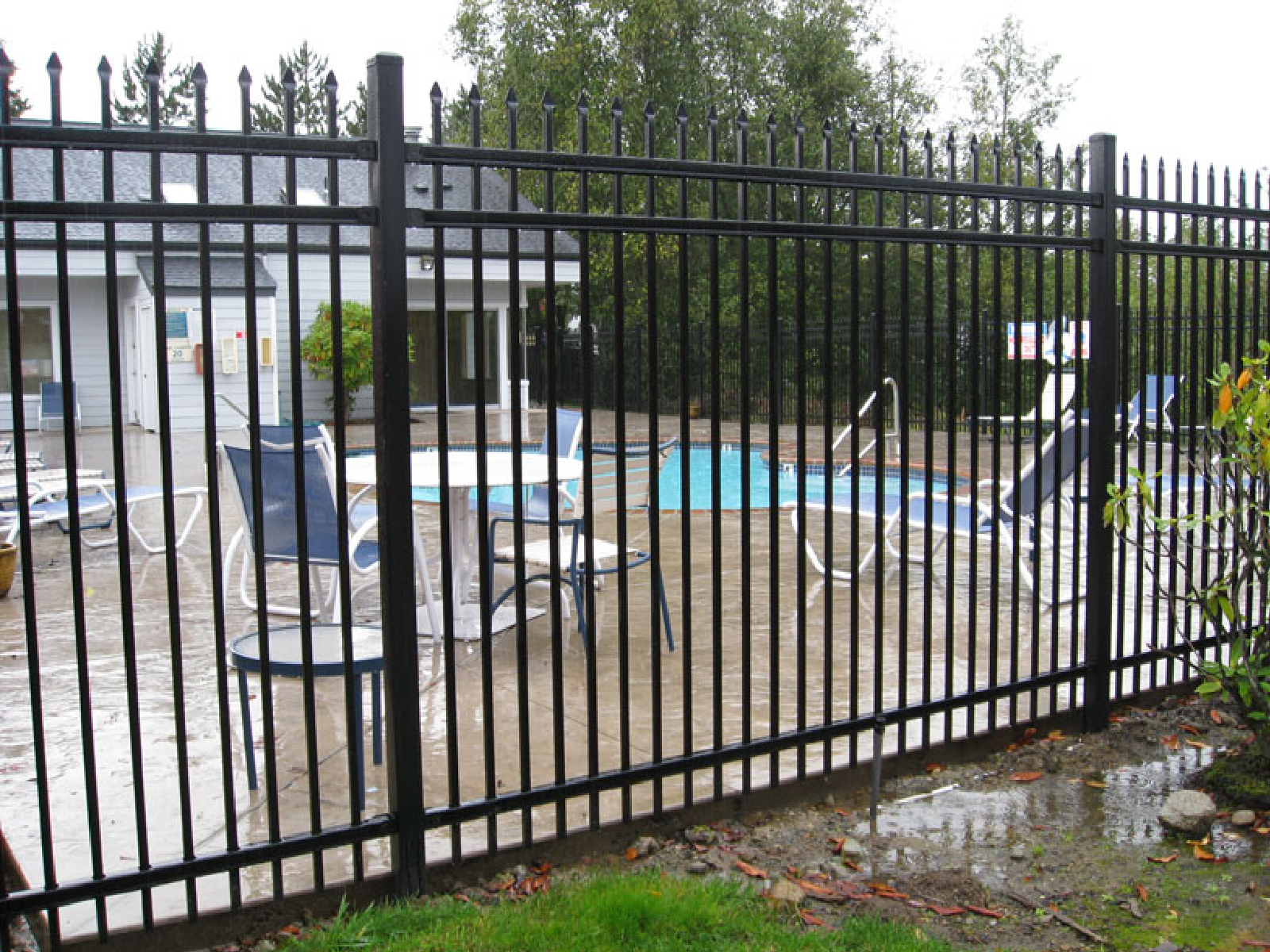 Install Steel Fence 2
