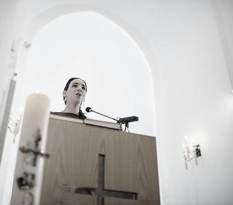 Música no funeral - cantora na cerimóni fúnebre, canto lírico no funeral, música no enterro, música na missa de funeral, música nas exéquias