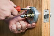 locksmith-working.jpg