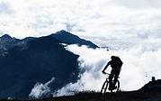 Mountainbike im Nebel