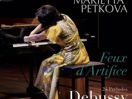 Feux d 'Artifice - Omarmd door het publiek, bejubeld in de pers