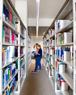 Ergotherapiestudium-Lehre-Bibliothek4.jp