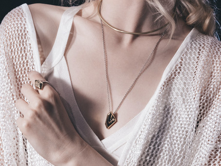 Comment choisir ses bijoux ? Jeux de proportion, d'harmonie & de regard.