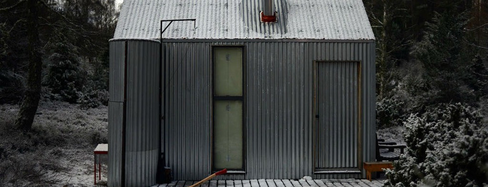 inshriach-bothy-exterior-by-johnny-barri