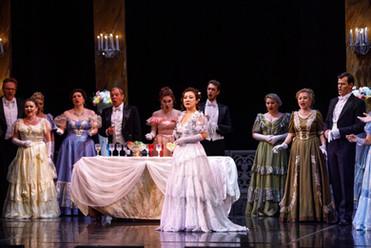 《La Traviata》