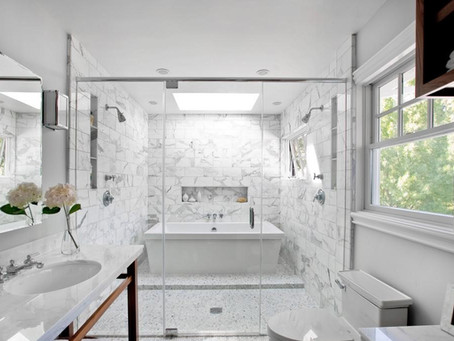 Tips to make a small bathroom look BIGGER when renovating
