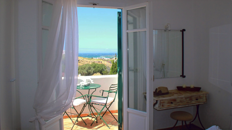 Seaview bedroom in Naoussa