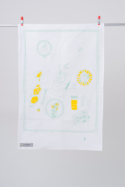 Pretty, yet functional Teatowel. The perfect accompaniment for an english picnic.