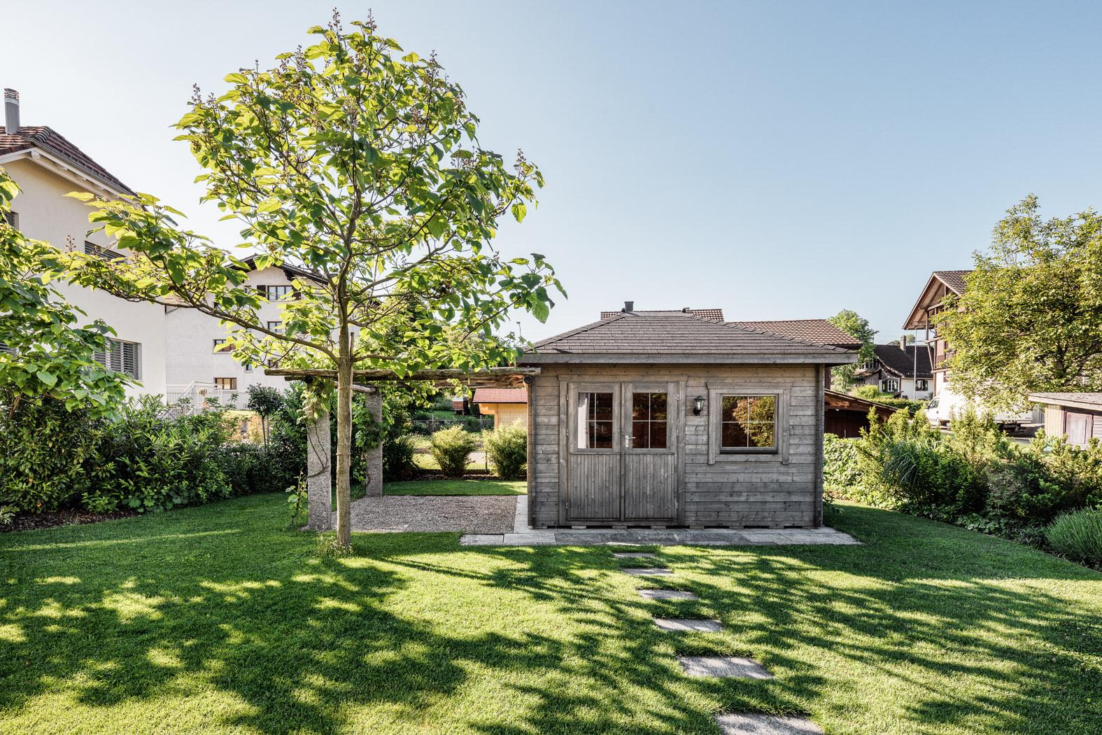 Gartenhaus mit Pergola