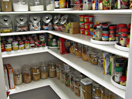 Organização de armário de cozinha