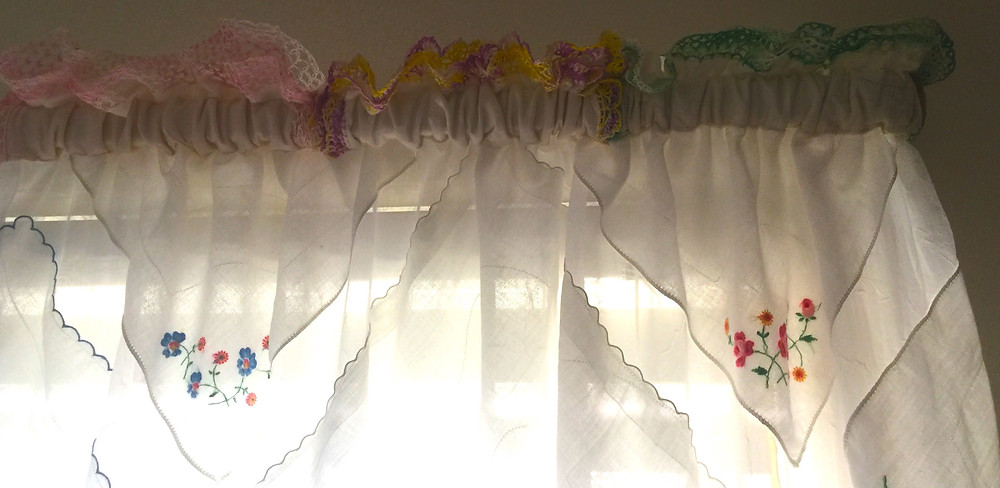Upper curtain heading/casing treatment.