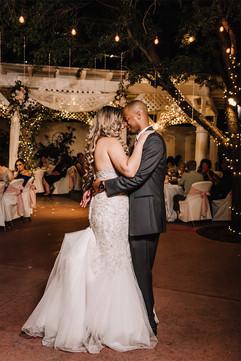 Tucson-wedding-photographer-first-dance.