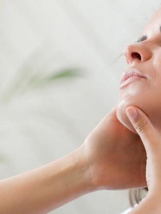 4 façons dont le massage peut soulager vos douleurs au cou