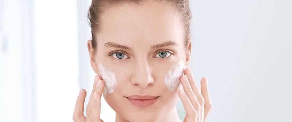 Lait visage et lotion purifiante visage.