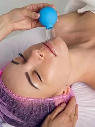 Ventouses faciales : avantages, méthode et précautions