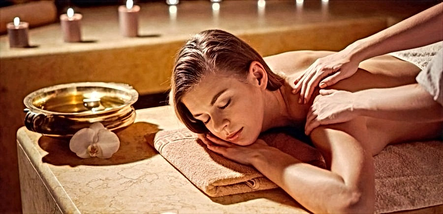 Massage%20ayurv%C3%A9dique_edited.jpg