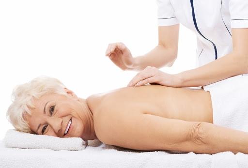 Massages adaptés aux personnes âgées