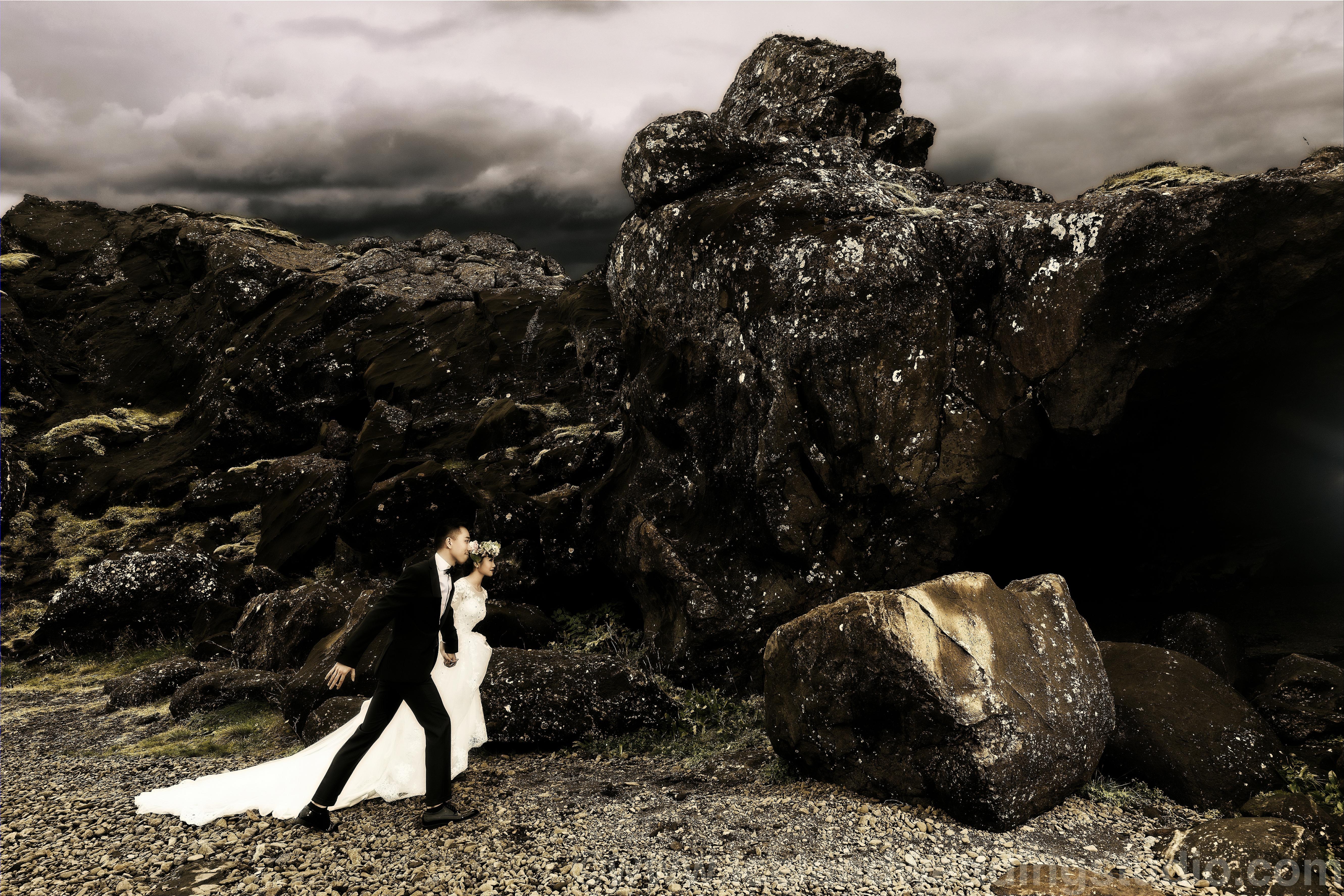 北欧野性美,冰岛岩洞婚纱摄影