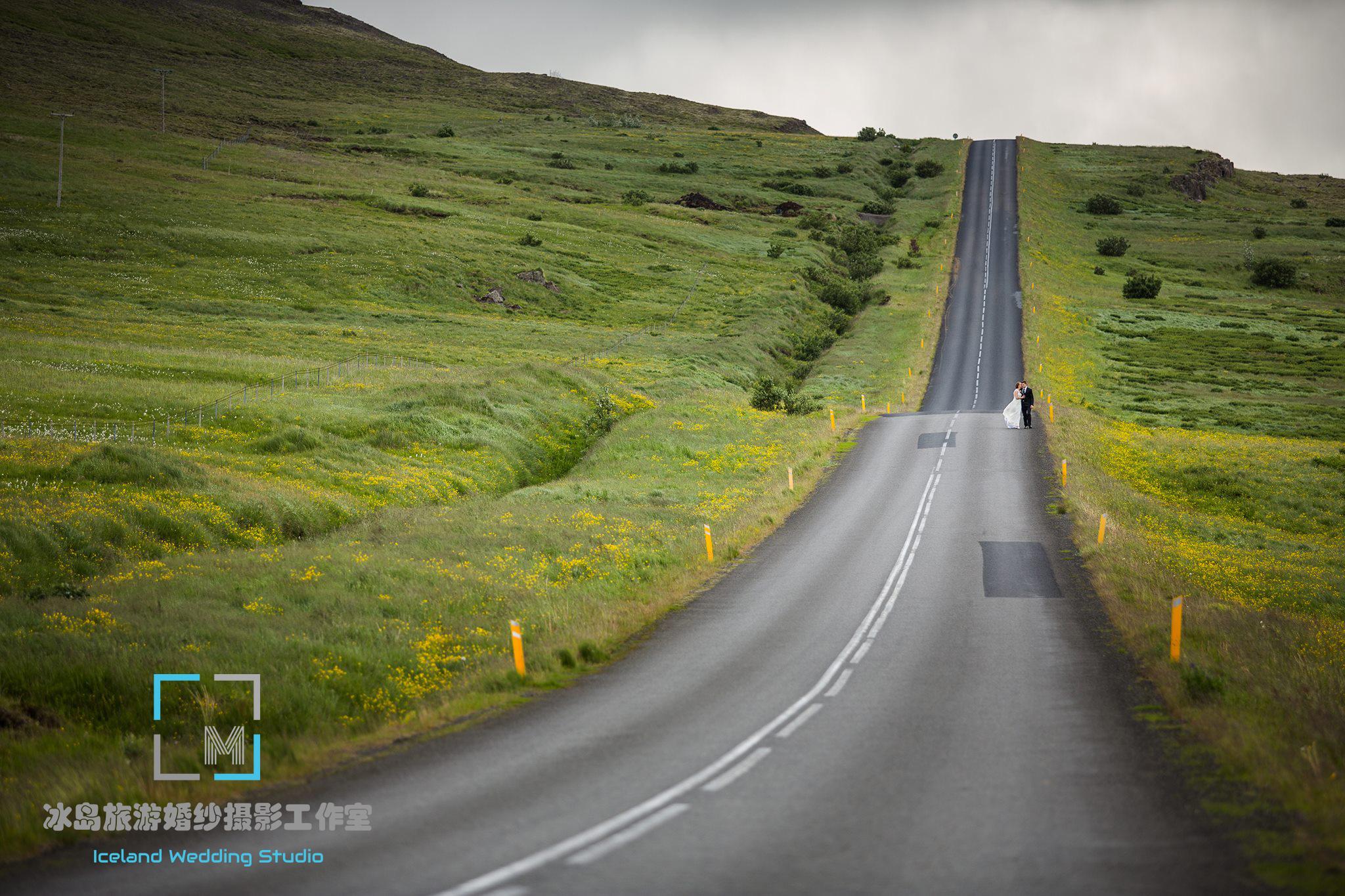 road wedding photo Iceland