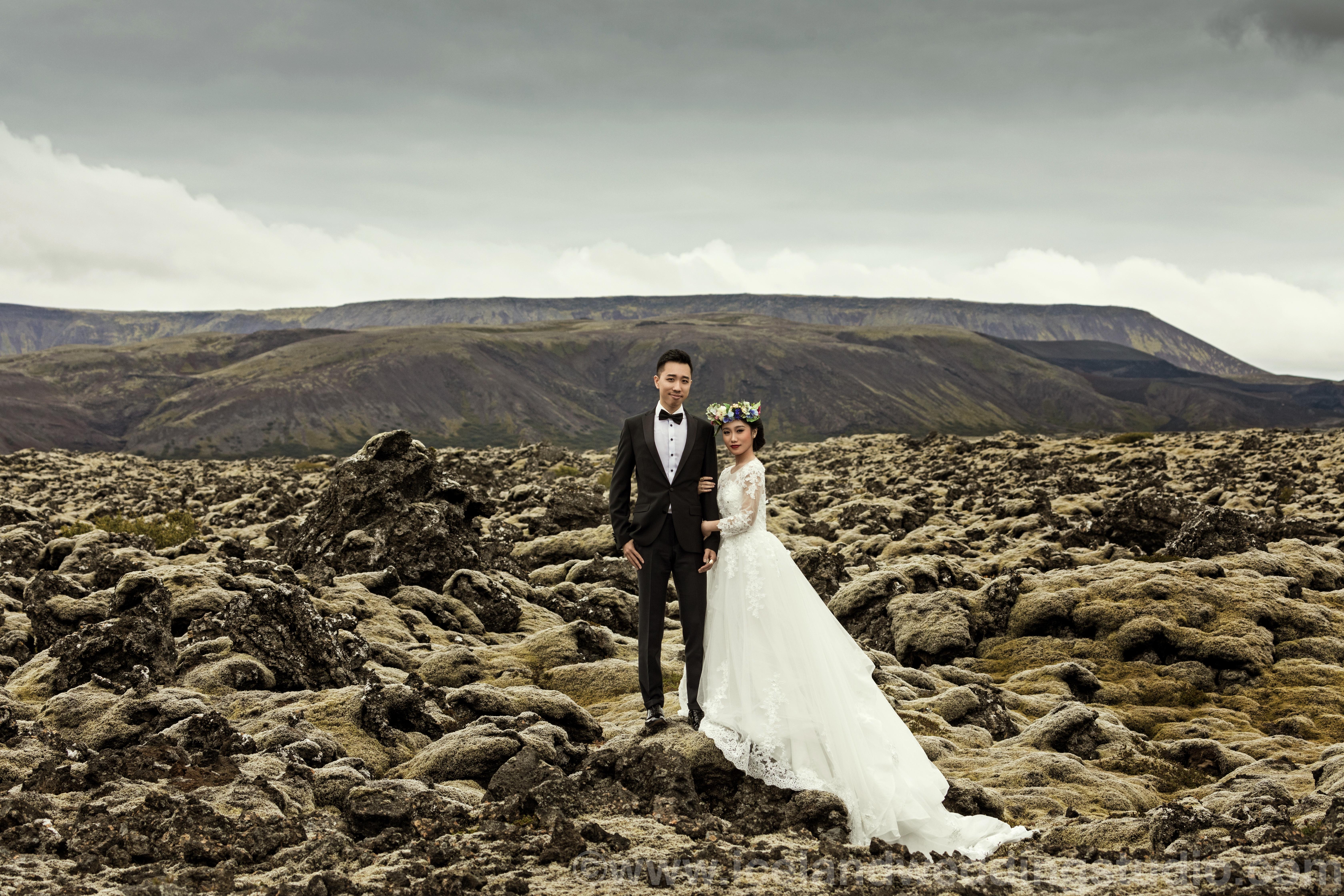 lava field pre-wedding photo