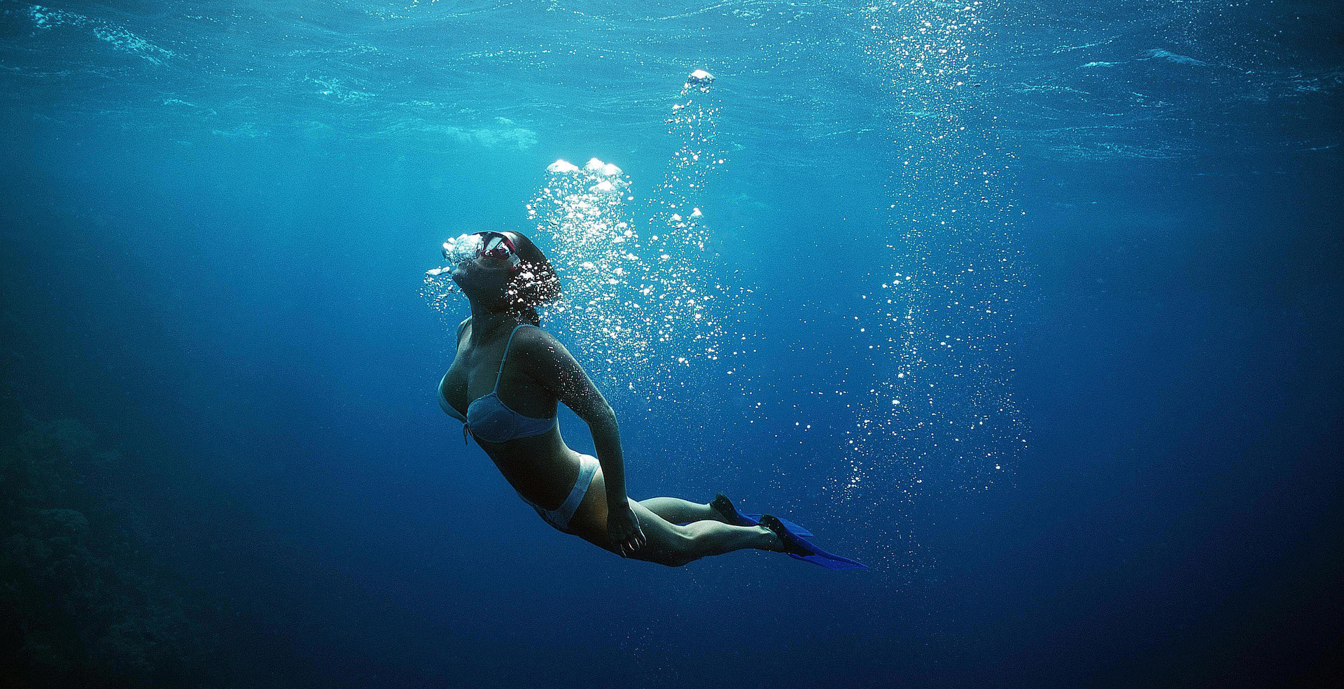Freediver-Near-Surface-58b8f30d5f9b58af5