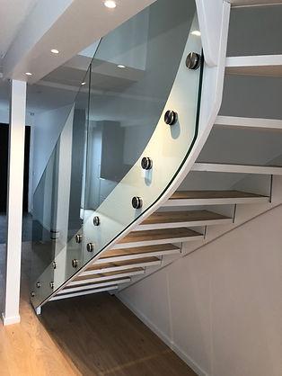 Stolpfritt glasräcke trappa