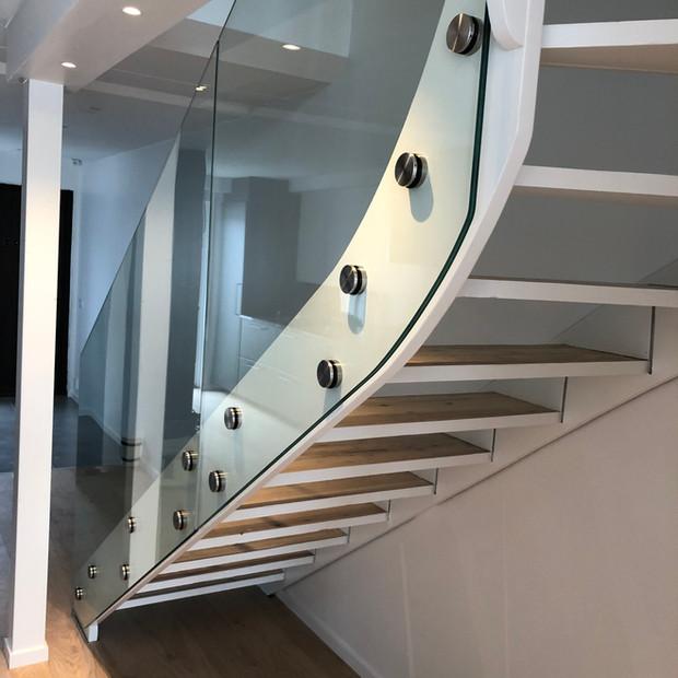 Glasräcke trappa utan stolpar