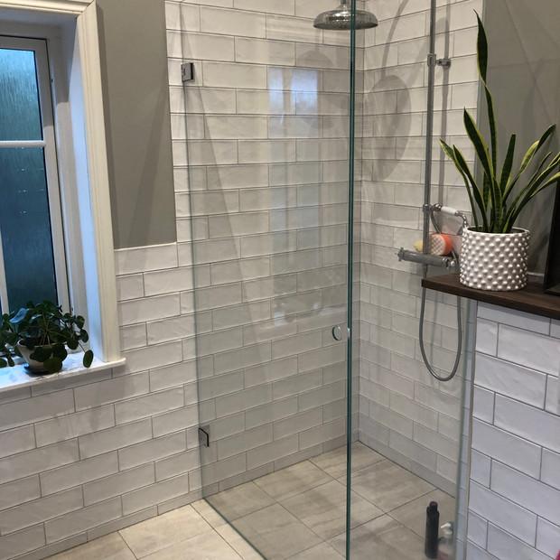 Vikbar duschvägg måttanpassad Stockholm