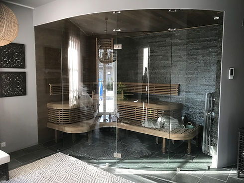 Måttbeställd glasvägg bastu