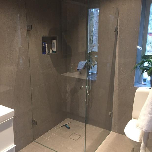 Måttanpassad duschvägg Stockholm