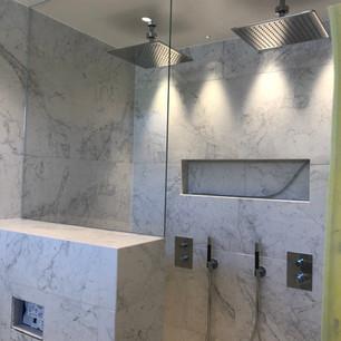 Glasvägg dusch marmor