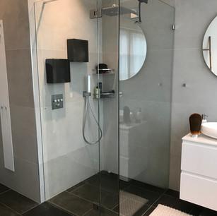 duschvägg säkerhetsglas