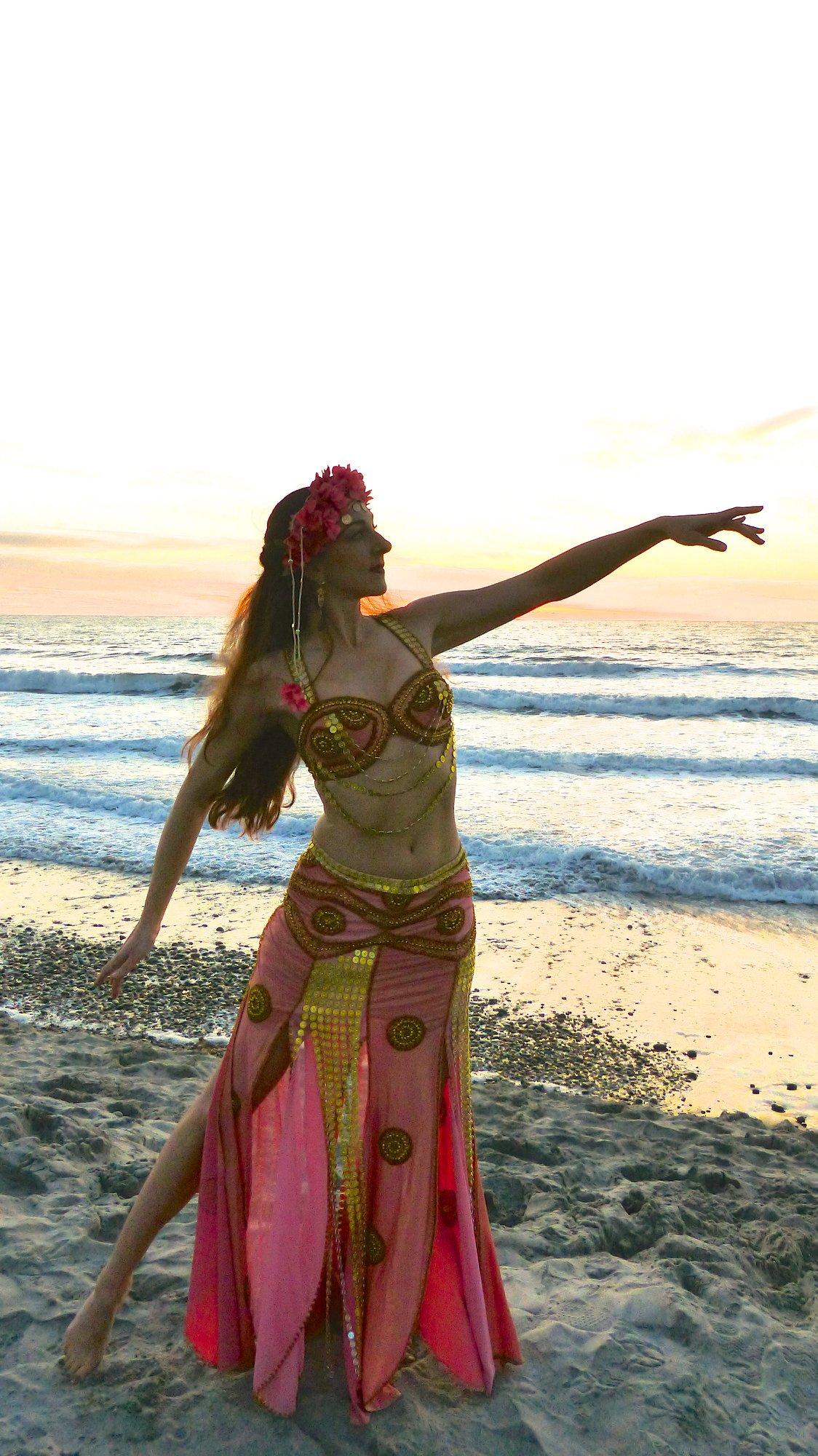Areena Belly Dancer Moonlight Beach