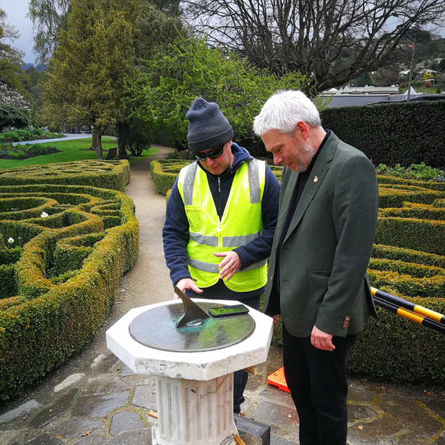 Dunedin Botanical Gardens, Setting Sundi