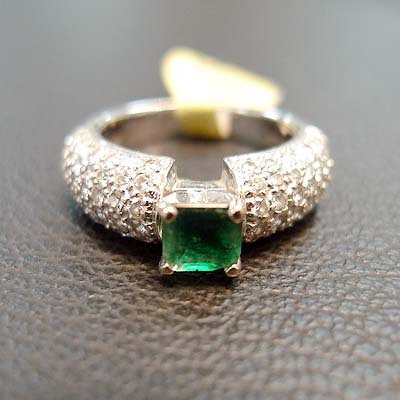 EMERALD DIA RING SIZE 6