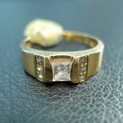 14K YELLOW CUBIC RING SIZE 7.5