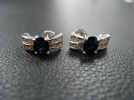 BLUE GEM AND WHITE GOLD EARRING