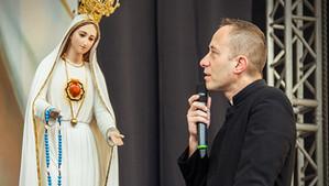 Cierpienie usensownione, które zbliża do Boga – ks. Dominik Chmielewski