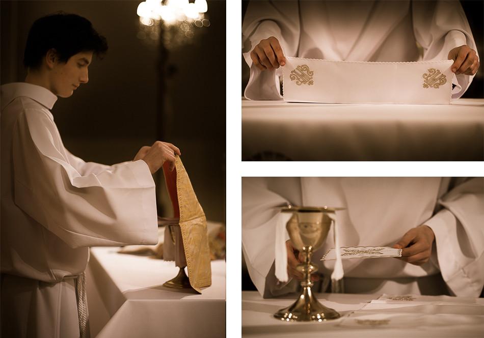 Przygotowanie darów – ministrant umieszcza na ołtarzu kielich z korporałem, palką, puryfikaterzem i pateną.