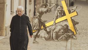 Droga Krzyżowa za kapłanów  Sł. B. ks. Aleksandra Woźnego