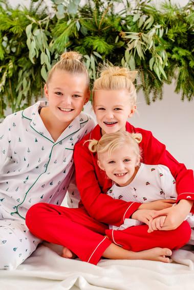 cincinnati family christmas photoshoot in pajamas