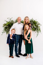 christmas greenery photography for family photoshoot