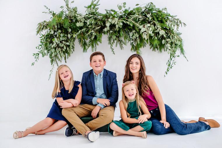 cincinnati family holiday photoshoot of older kids
