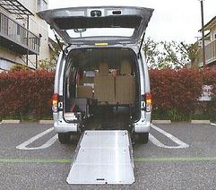 サンゴールド介護タクシー車両スロープ.png