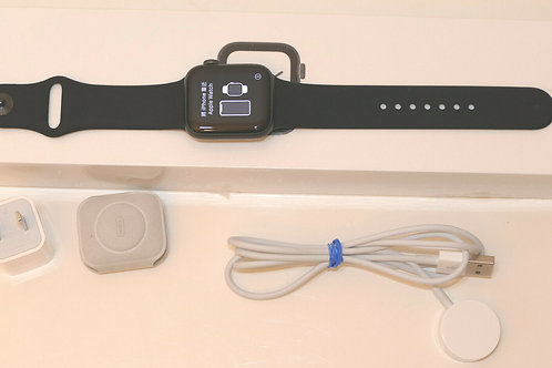 Apple Watch S4 40 Space Gray + Black Band