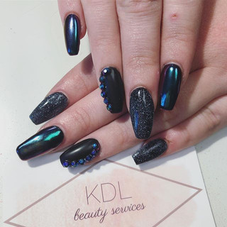 Midnight Beauty 🖤 #nails #chromenails #mattenails #blacknails #jewels #sparklenails #nailsofinstagram #nailstagram #coffinnails #nailsart #n