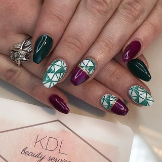 Who else is in love with these teal + burgundy geometric nails_! 😍